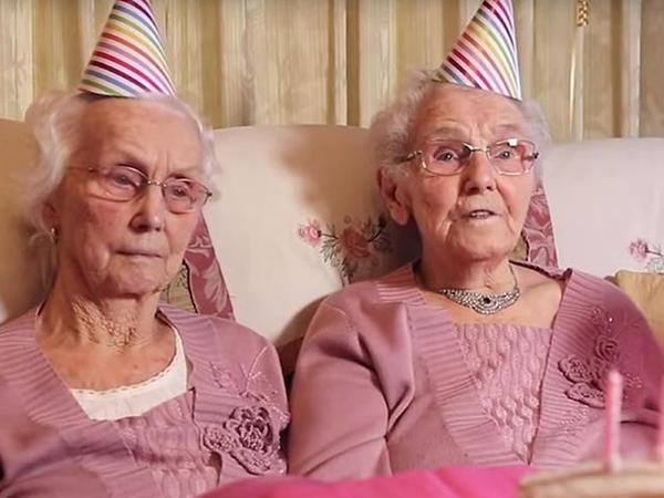 Britaniyanın 102 yaşlı əkiz sakinləri uzunömürlülüyün sirrini açıqlayıblar