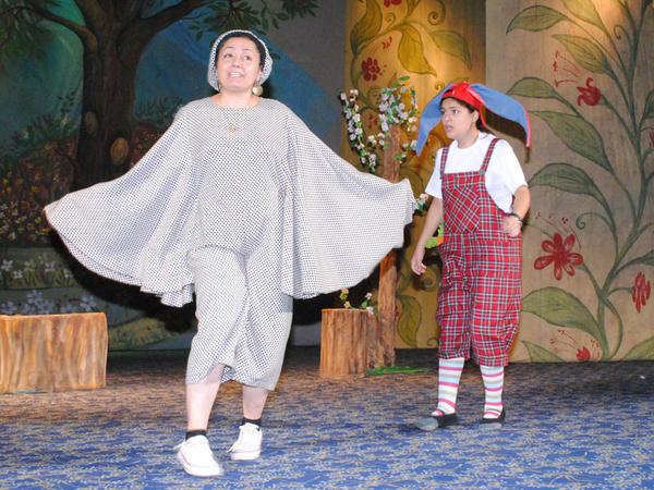 Sumqayıt Dövlət Dram Teatrı məktəbliləri sevindirdi - FOTO