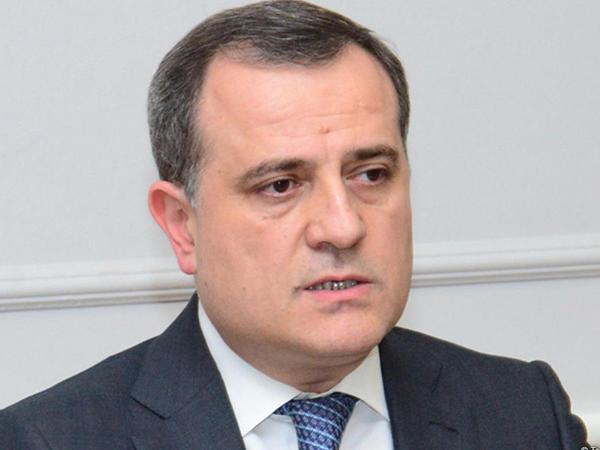 """Ceyhun Bayramov: """"Xaricdə təhsil alan məzunların 60 faizi özəl, 40 faizi dövlət sektorunda çalışır"""""""