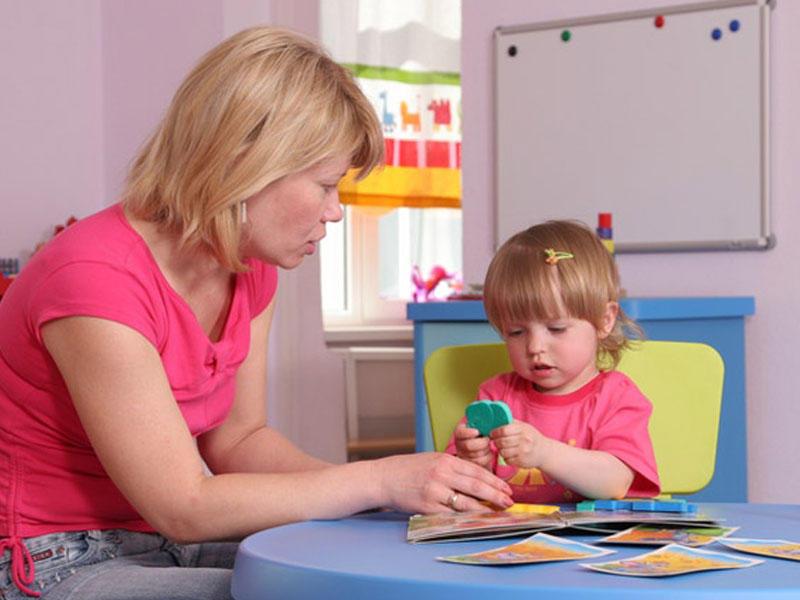 Uşaq bir yaşda ən azı neçə söz deməlidir?