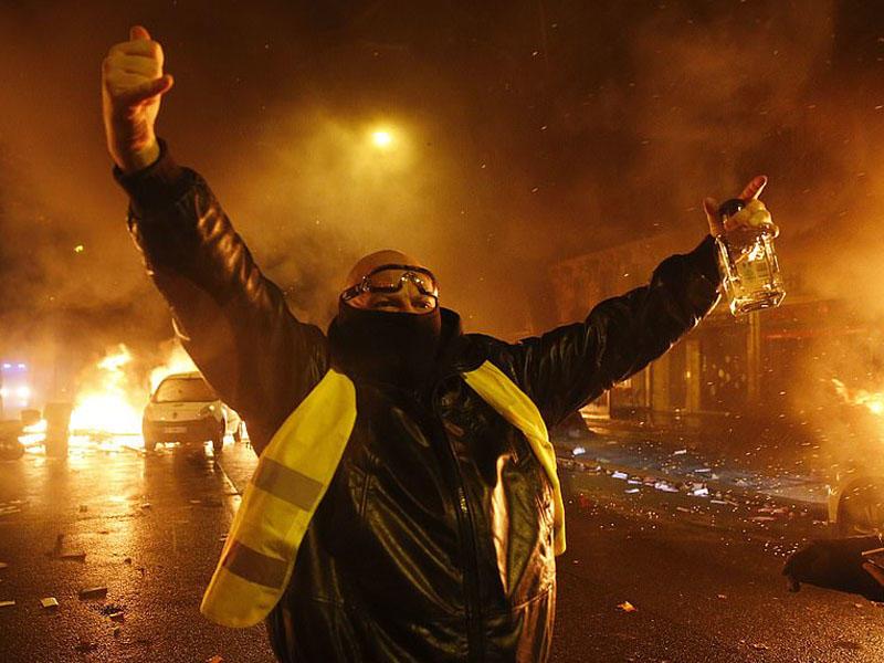 Paris hələ də qaynayır: son 50 ilin ən böyük qiyamı, 133 yaralı