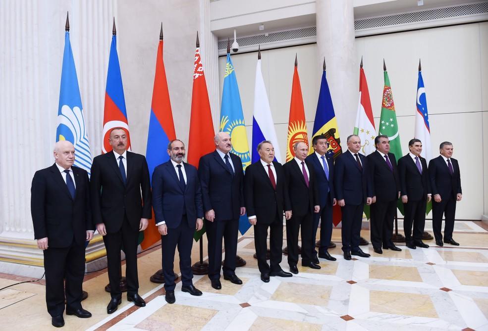 Prezident İlham Əliyev Rusiyaya işgüzar səfərə gedib - FOTO