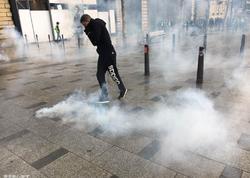 Fransada etirazçılar Makronun istefasını tələb edirlər - FOTO