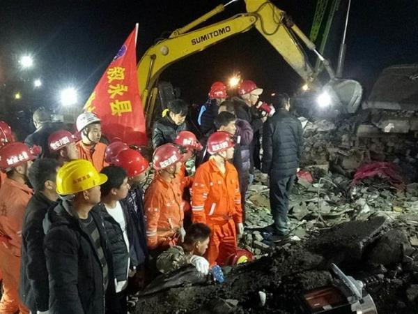 Çində torpaq sürüşməsində 3 nəfər ölüb, bir neçə adam dağıntılar altında qalıb