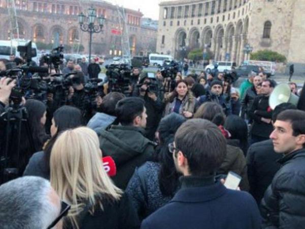 Koçaryanın tərəfdarları Yerevanda aksiyalara başladı