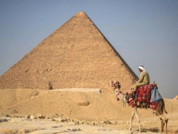 """Misir Piramidasının təpəsində sekslə məşğul olan fotoqraf danışdı: <span class=""""color_red"""">Günahsızam...</span>"""