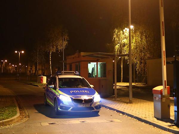 Almaniyada miqrantlar qaçqın yataqxanasını yandırdılar - VİDEO