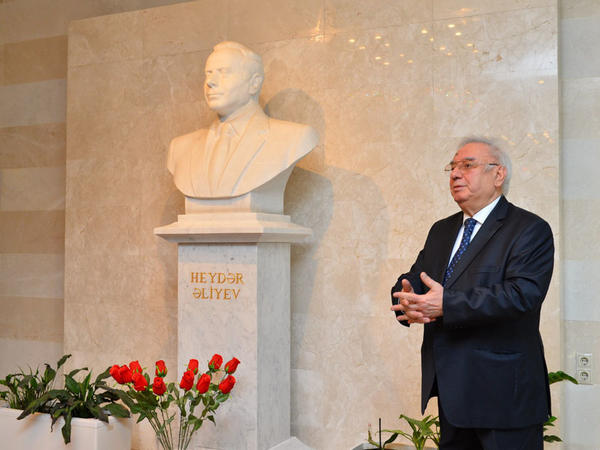 Heydər Əliyev Sarayında anım mərasimi keçirildi - FOTO