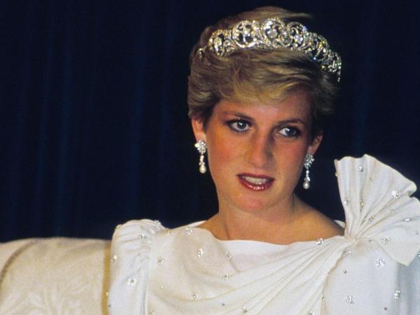 Şahzadə Diananın ipək paltarı hərracda 202 min dollara satılıb