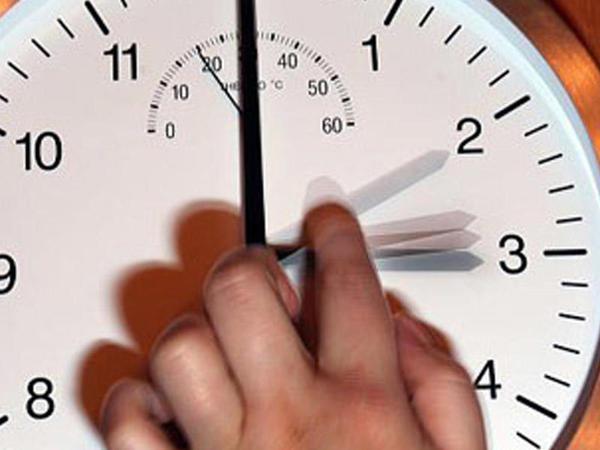 Estoniya saat əqrəblərinin çəkilməsindən imtina etmək niyyətindədir