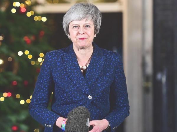 Tereza Mey Britaniyanın baş naziri vəzifəsində qalıb - VİDEO - FOTO