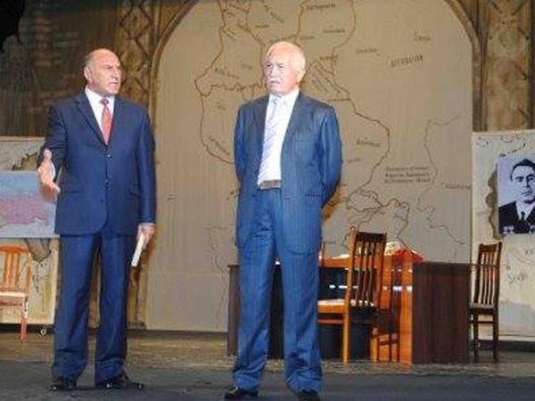 Sumqayıt Dövlət Dram Teatrında Ulu Öndər anıldı...