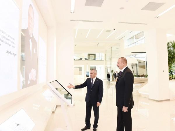 Prezident İlham Əliyev paytaxtın Bakıxanov qəsəbəsində Gənclər Mərkəzinin açılışında iştirak edib - FOTO
