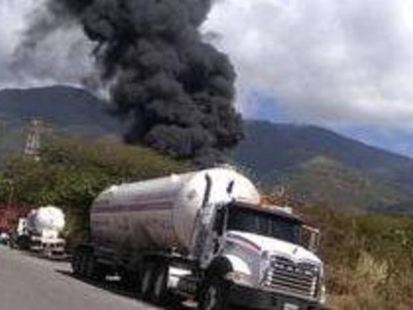 Venesuelada yanacaq doldurma məntəqəsində partlayış baş verib