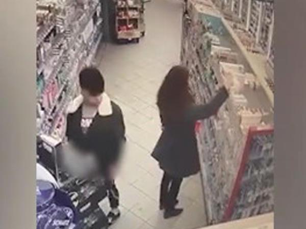 Supermarketdə əxlaqsızlıq kameraya düşdü - VİDEO - FOTO
