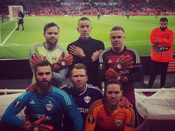 """""""Qarabağ""""ın futbolçusuna Londonda maraqlı dəstək - <span class=""""color_red"""">FOTO</span>"""