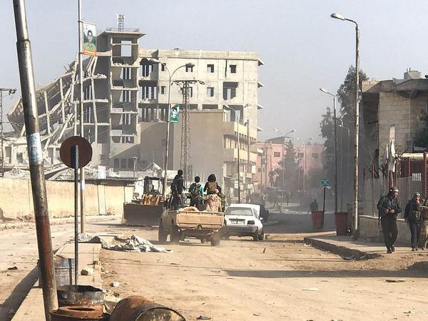 Suriyada bazarda avtomobil partladıldı