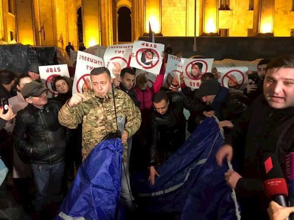 Gürcüstan müxalifəti Tbilisidə etiraz aksiyasına başlayıb