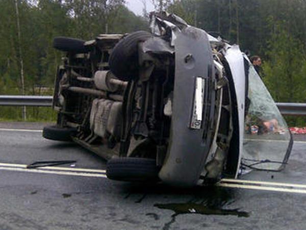 "Dağıstanda mikroavtobus aşıb: <span class=""color_red"">1 ölü, 7 yaralı</span>"