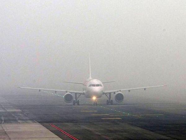 Qatı duman 21 uçuşun ləğvinə səbəb oldu