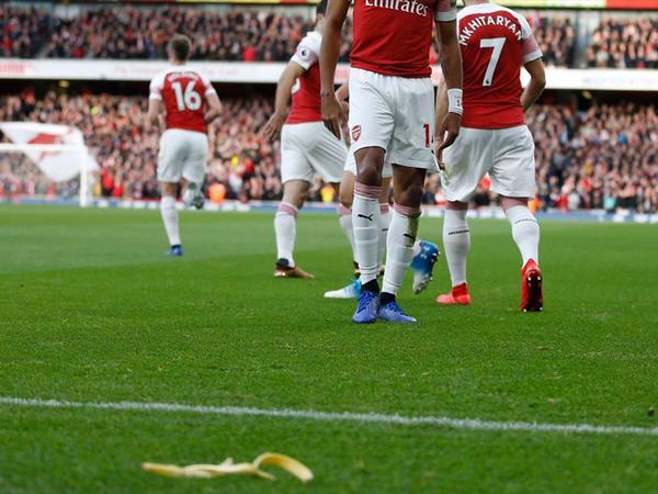 """""""Arsenal""""ın oyunçusuna banan qabığı atan azarkeşə SƏRT CƏZA - <span class=""""color_red"""">4 il...</span>"""