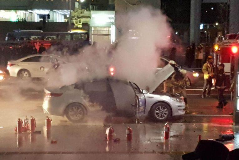 Taksi sürücüsü özünü avtomobilində yandırdı - FOTO
