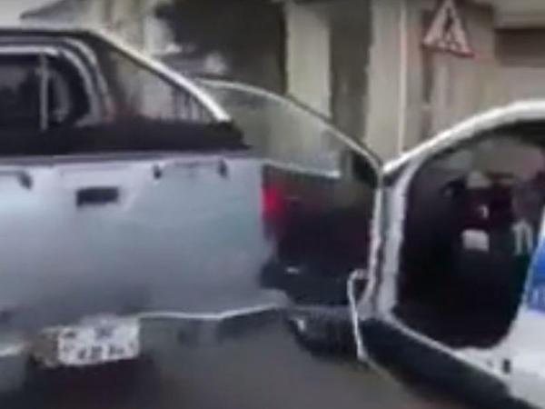 """Masazırda """"Mitsubishi"""" polis maşınını əzdi - VİDEO"""