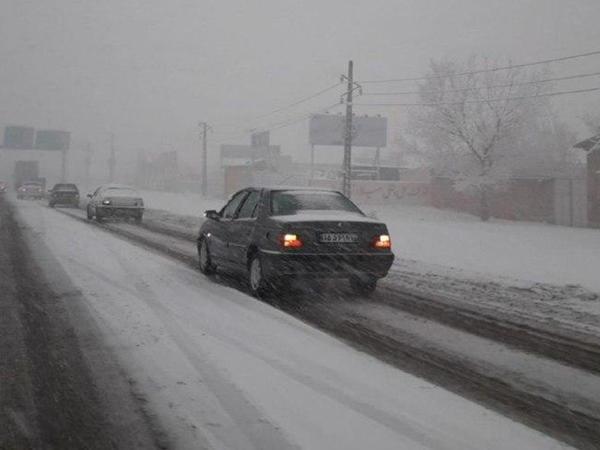Azərbaycan şəhərində çovğun: yollar buz bağladı - FOTO