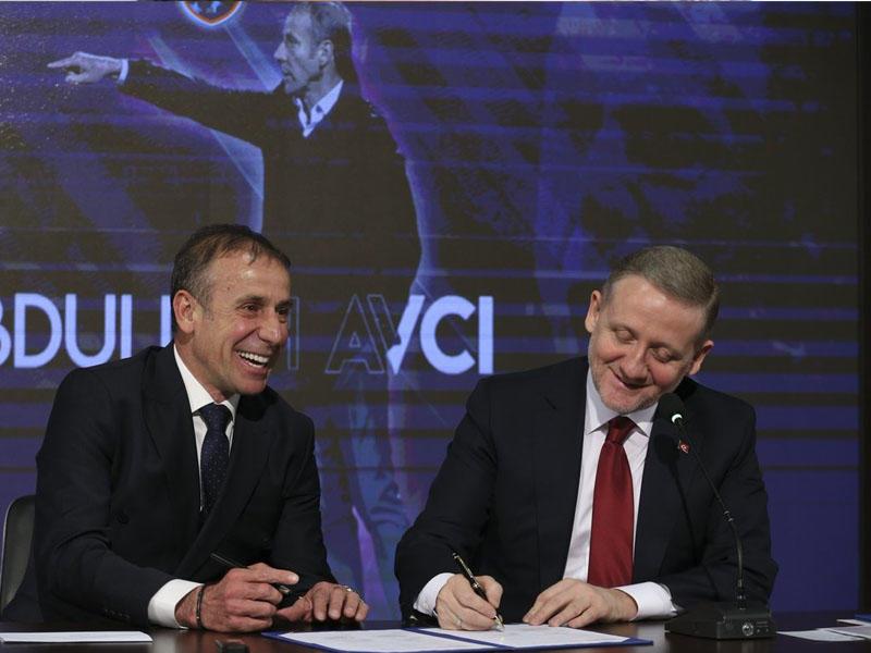 Liderin baş məşqçisi ilə uzunmüddətli müqavilə imzalandı