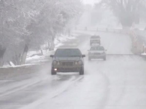 """Sürücülərin DİQQƏTİNƏ! Bu yollarda ehtiyatlı olun, buz bağlayıb - <span class=""""color_red"""">VİDEO – FOTO</span>"""