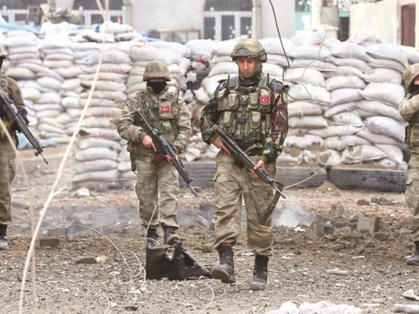 """Türkiyə hərbçiləri Suriyada """"YPG"""" terrorçularına layiqli cavab veriblər"""