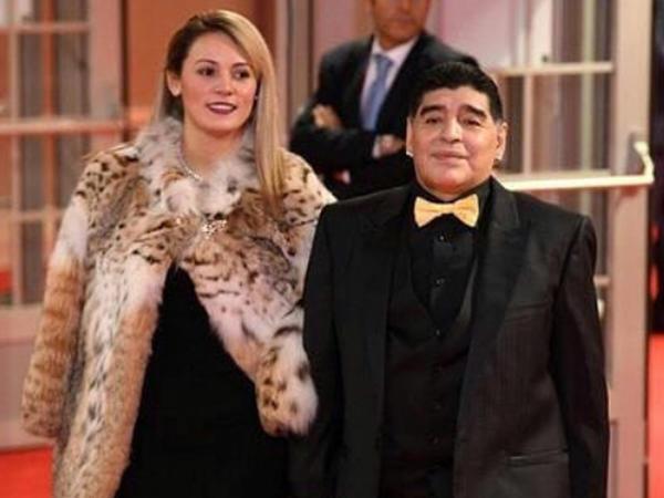 """""""Sevgilimin başını qopartmaq istəyirdim"""" - <span class=""""color_red"""">Maradona</span>"""