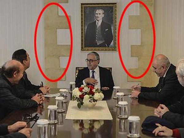 """Kiprdə bayraq skandalı: Türk liderin səhvi - <span class=""""color_red"""">FOTO</span>"""