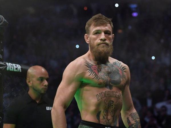 """""""Makqreqor yenidən çempion olmaq eşqi ilə yanır"""" - <span class=""""color_red"""">UFC prezidenti</span>"""