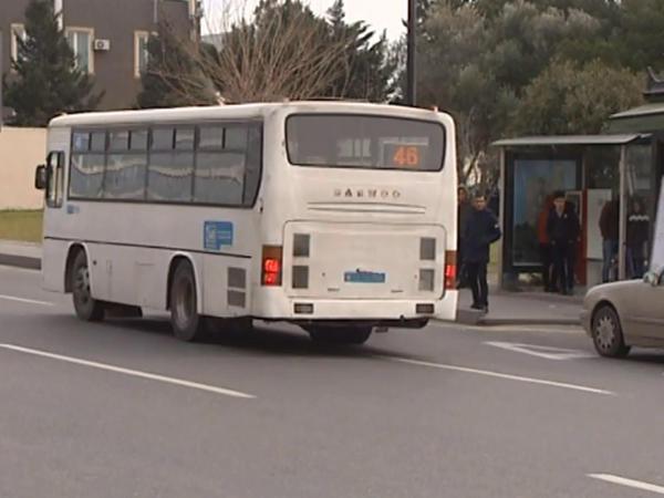 Ərazidə süni tıxac: Avtobus sürücüləri işıqforda saxlayır