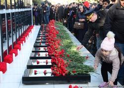Azərbaycan ictimaiyyəti 20 Yanvar faciəsi qurbanlarının əziz xatirəsini yad edir - FOTO