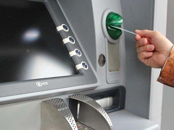 """Bank kartlarından pullar necə oğurlanır? - <span class=""""color_red"""">Müdhiş fırıldağın izi ilə</span>"""