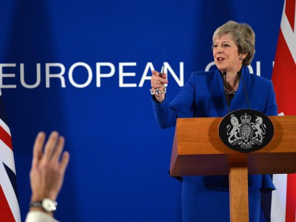 """Tereza Mey parlamentə """"Brexit"""" üzrə <span class=""""color_red"""">""""B planı""""nı təklif edib</span>"""