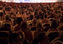 "Bu teatrda aktyorlar da, tamaşaçılar da çılpaqdır - <span class=""color_red"">FOTO</span>"