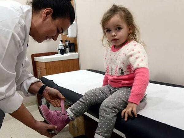 3 yaşına kimi ayaqqabı geyinə bilməyən qız - Barmaqlarda anomaliya - FOTO