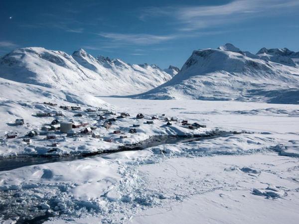 Qrenlandiya adasında buzlaqlar sürətlə əriyir