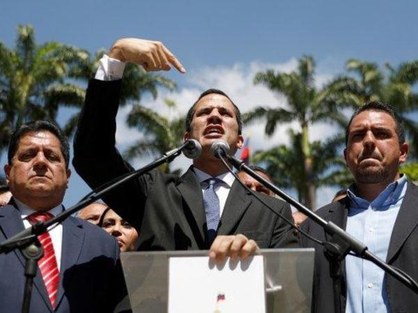 Venesuela müxalifətinin lideri özünü prezidentin səlahiyyətlərini icra edən elan edib