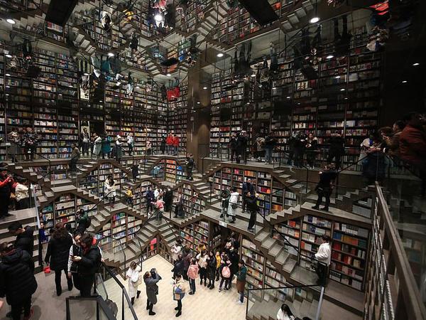 Dünyanın ən maraqlı kitab dükanı - FOTO