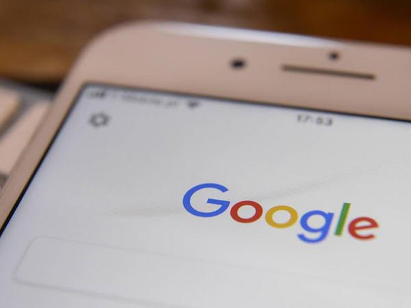 """""""Google"""" öz axtarış sistemindən istifadəyə görə <span class=""""color_red"""">""""Apple"""" şirkətinə 9,5 milyard dollar ödəyib</span>"""