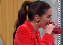 Kendall Cenner verilişdə ayaqqabıları dişlədi