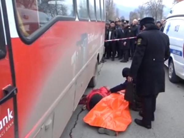 """Avtobus gənc qadını vurub öldürdü - <span class=""""color_red"""">Dəhşətli görüntülər - VİDEO - FOTO</span>"""