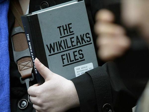 """Trampın keçmiş müşavinin """"WikiLeaks""""lə əlaqəsi olub"""