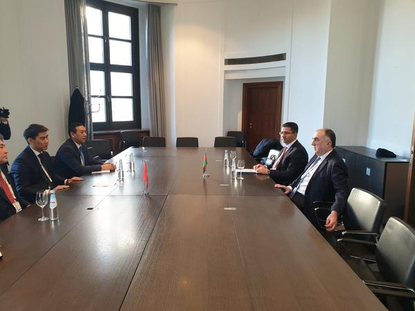Elmar Məmmədyarov Qırğız Respublikasının xarici işlər naziri ilə görüşdü