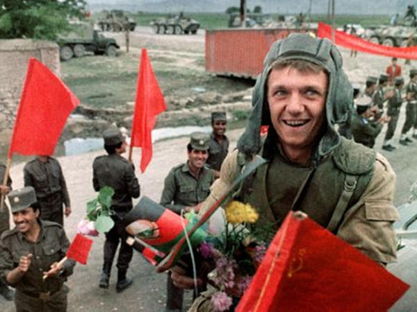 """Sovet ordusu çıxandan 30 il sonrakı Əfqanıstan: keçmiş və indiki <span class=""""color_red"""">həyatları haqda əfqanlar nə düşünürlər</span>"""