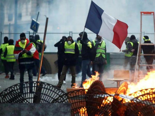 """Parisdə """"sarı jiletlər""""in aksiyalarında 1500 nəfərə yaxın insan iştirak edir"""